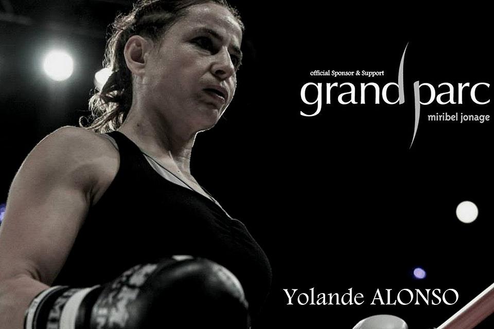 Yolande Alonso, championne de boxe thaï porte les couleurs du Grand Parc